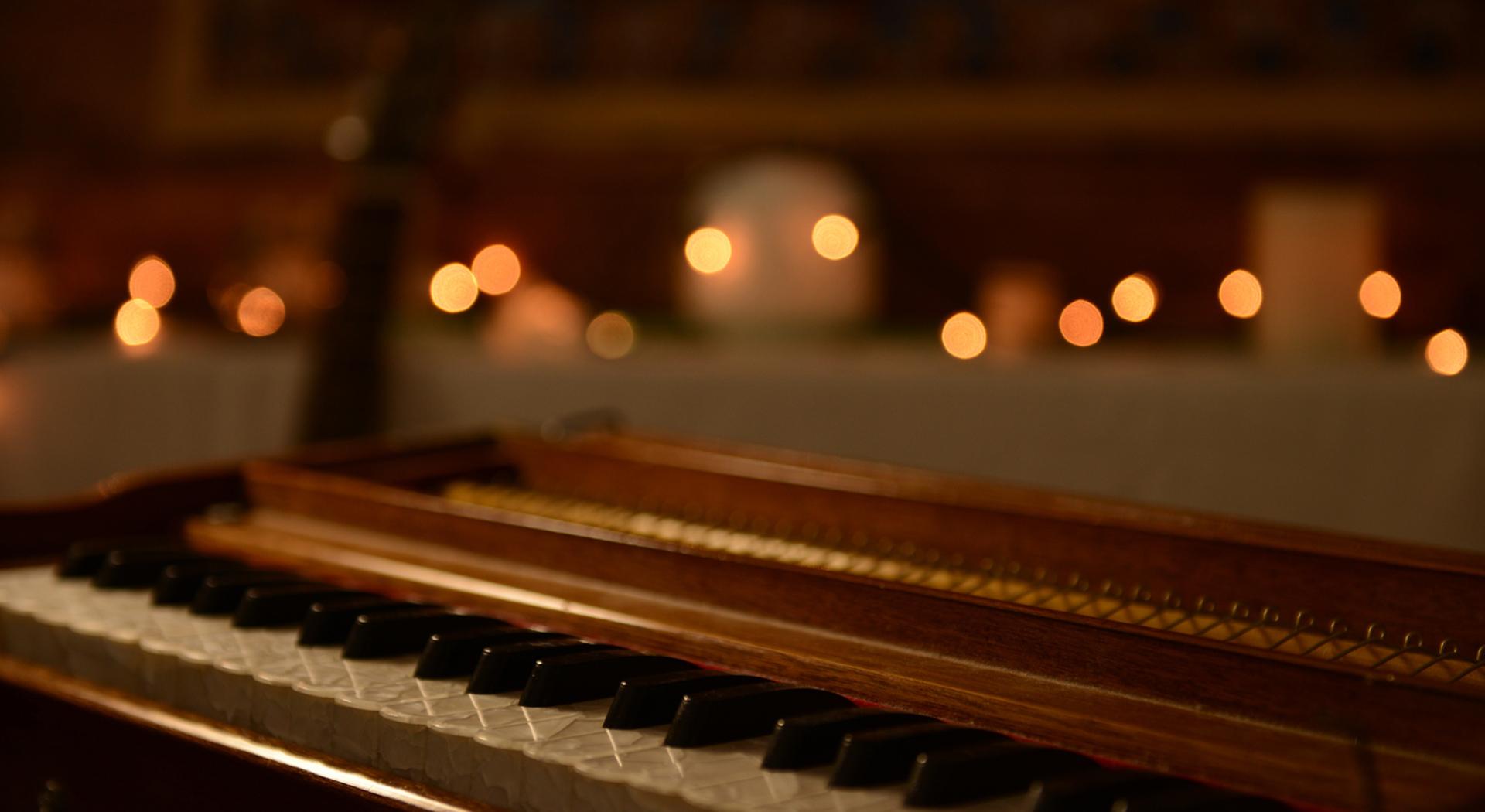 Kirtan piano